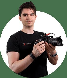 flo mit kamera in der hand filmen für filmproduktion