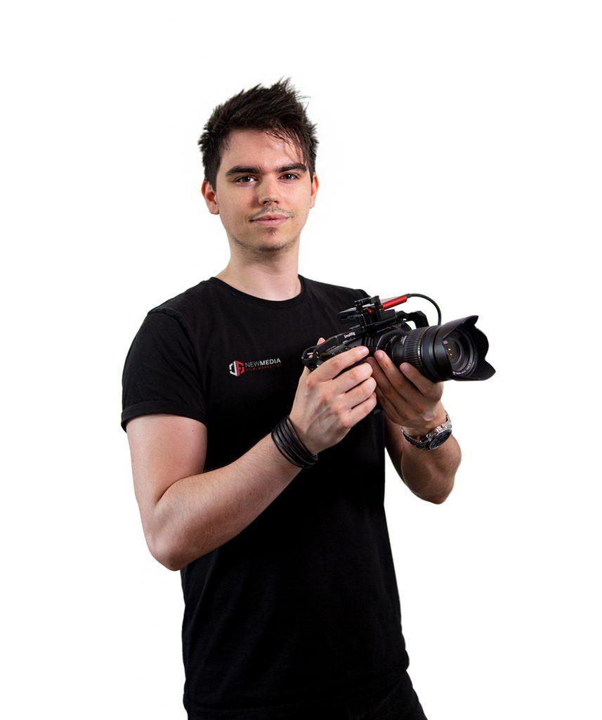 flo hält kamera